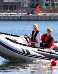 Båtutflykt kurser för ungdomar